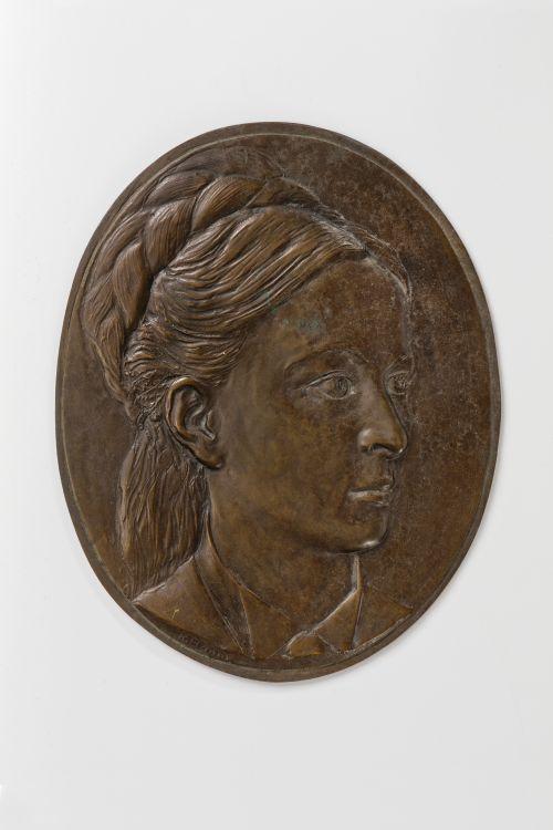 Bronzeporträt von Lina Huber-Weissert,  hergestellt von Karl Hänny (Nachlass Eugen Huber, aufbewahrt im Institut für Rechtsgeschichte der Universität Bern). Foto: Iris Krebs