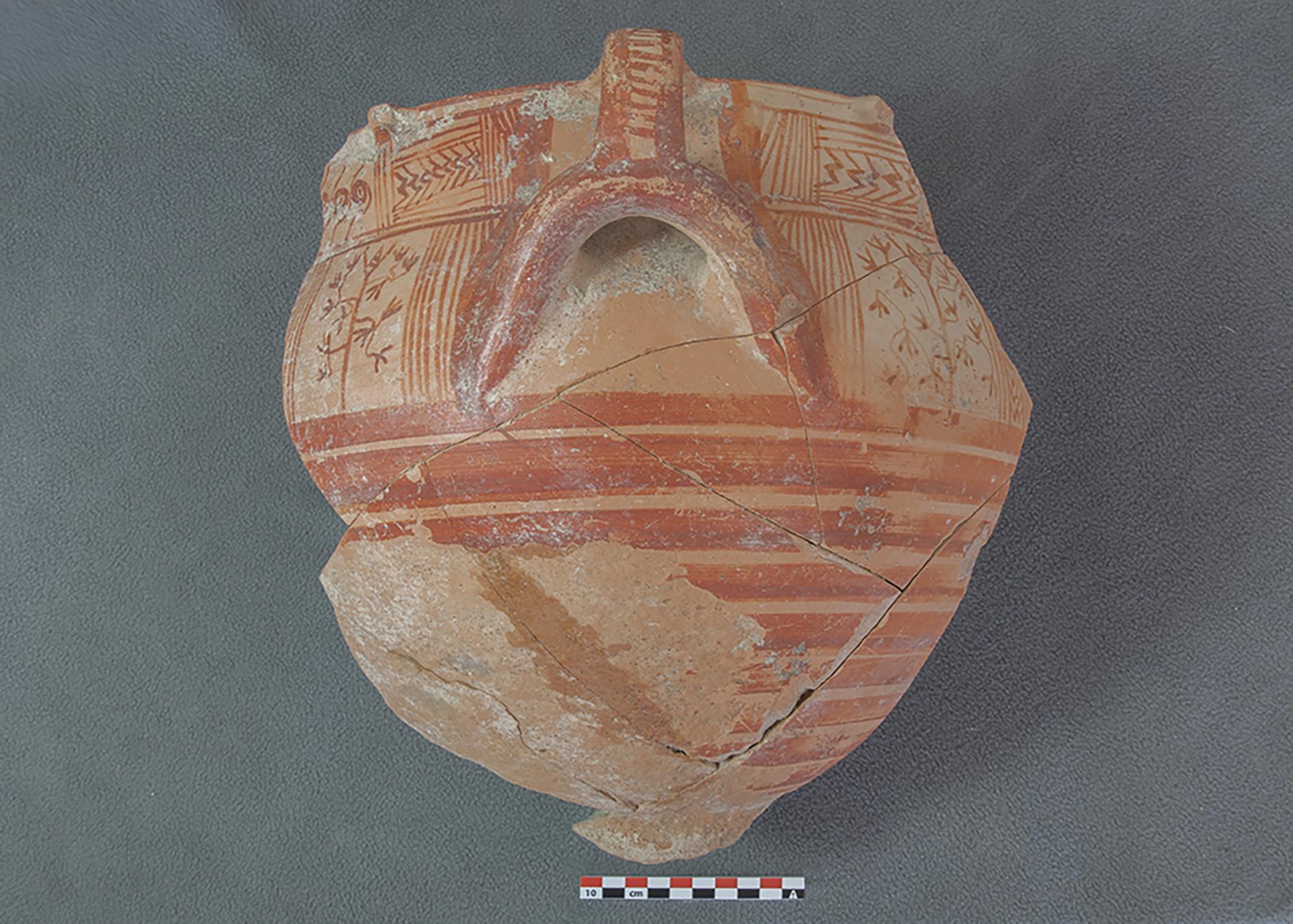 Keramikgefäss, das auf die Schafskelette gelegt war. © Institut für Archäologische Wissenschaften der Universität Bern, Projekt Sirkeli Höyük