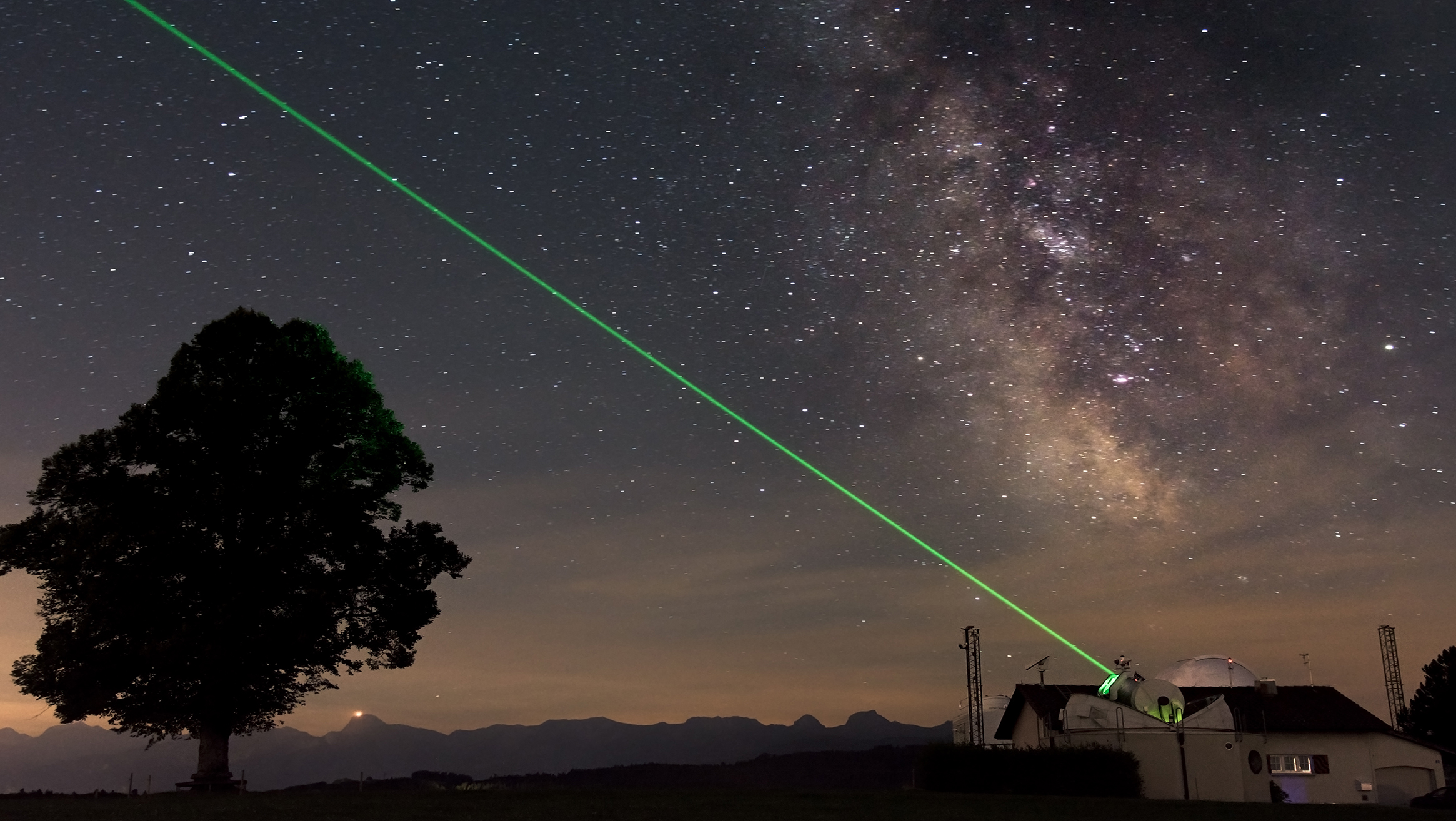 Satellite Laser Ranging (SLR) am Observatorium Zimmerwald. © Astronomisches Institut, Universität Bern / Emiliano Cordelli