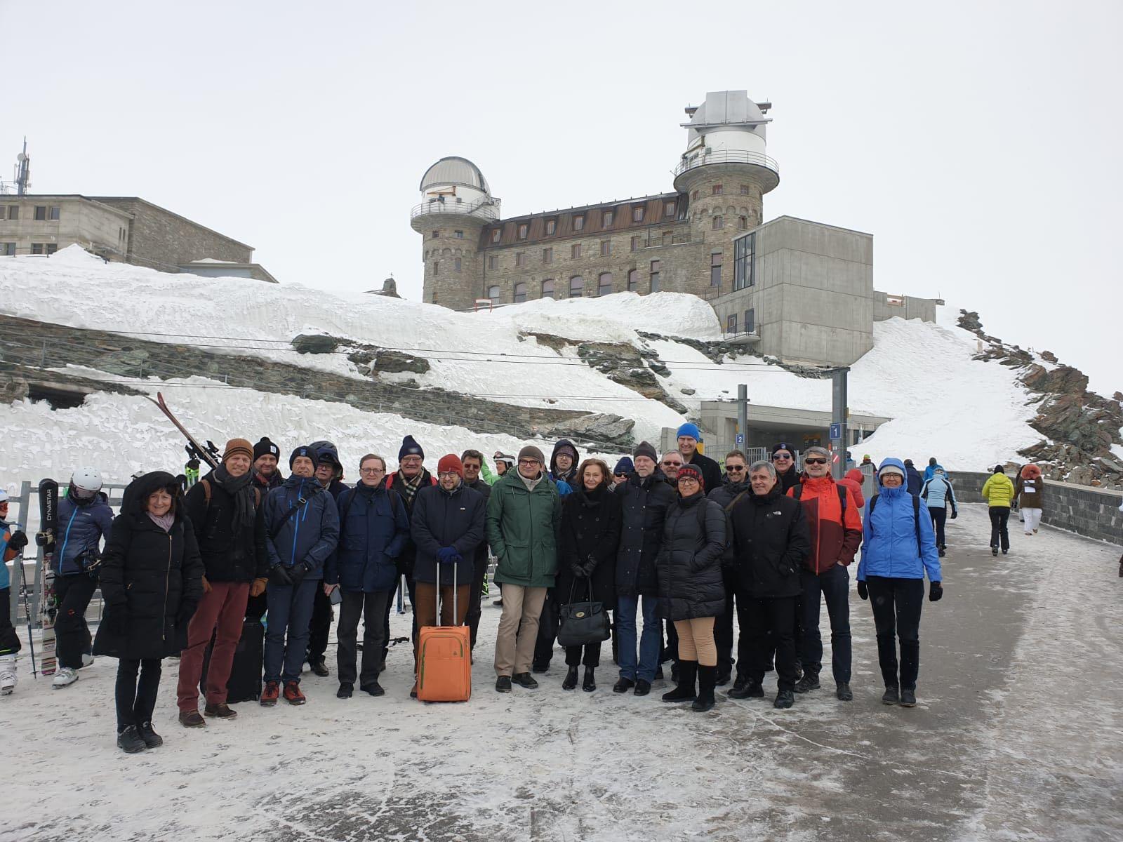 Die ESO-Delegation bei einem Besuch auf dem Gornergrat mit der Forschungsstation Jungfraujoch. © SBFI