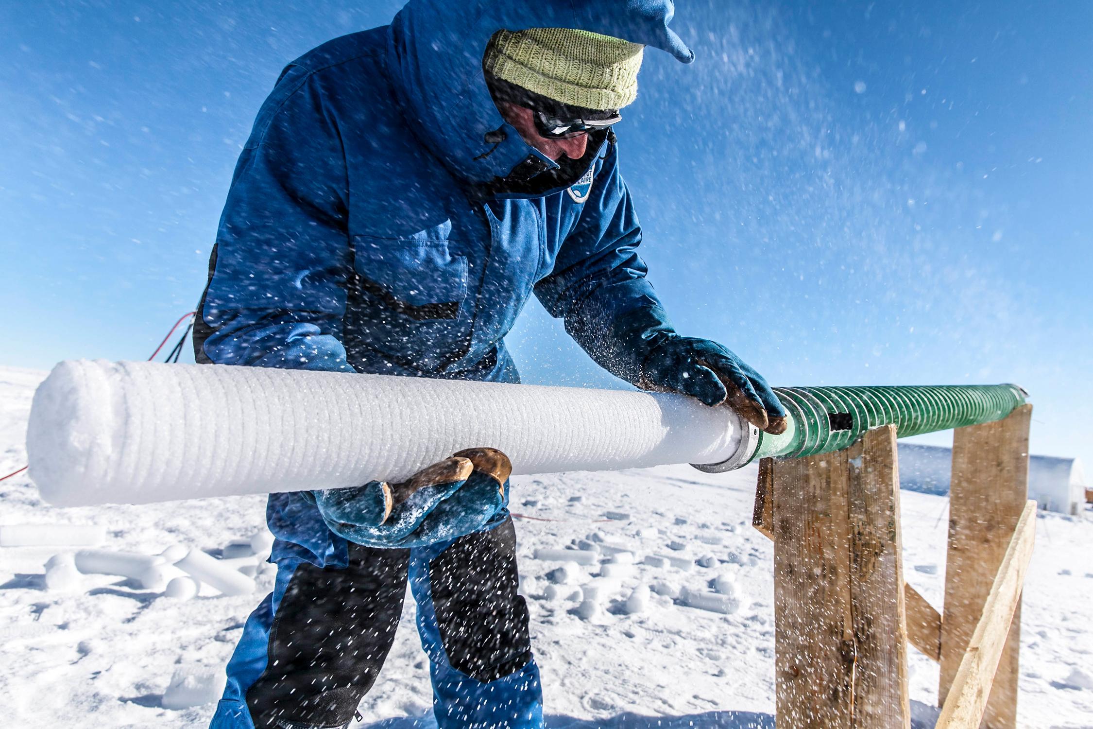 Eiskernbohrung in der Nähe der Concordia-Station. Bild: Thibaut Vergoz