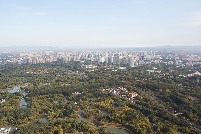 Beijing (Peking). Blick vom Olympiaturm in Richtung wachsender Vororte. Foto: Hanspeter Liniger, CDE