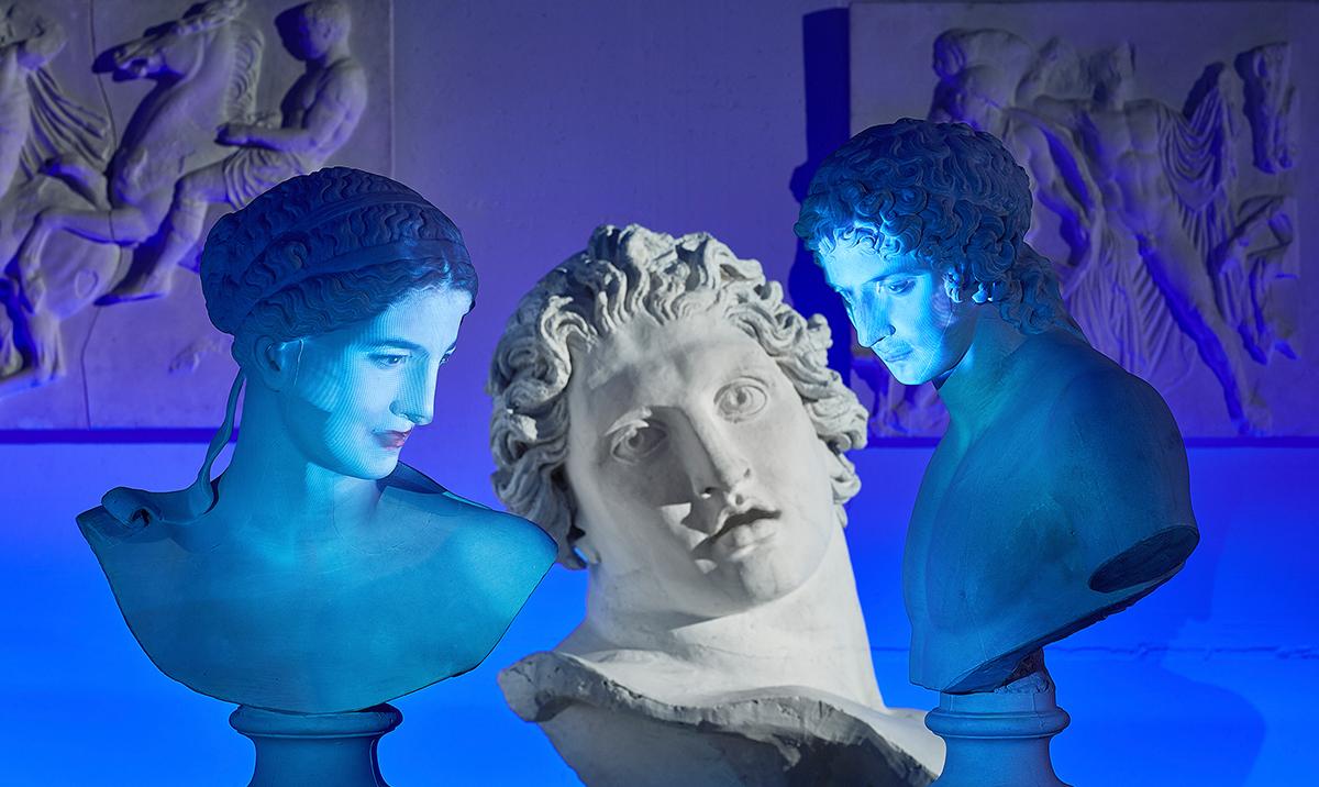 Die Skulpturen und Büsten der Antikensammlung Bern werden zum Dialogpartner: Via Mikrofon und digitaler Sprachanalyse können die griechischen Gottheiten direkt angesprochen und zu ihrer Geschichte befragt werden.   Foto: Simon Schmid