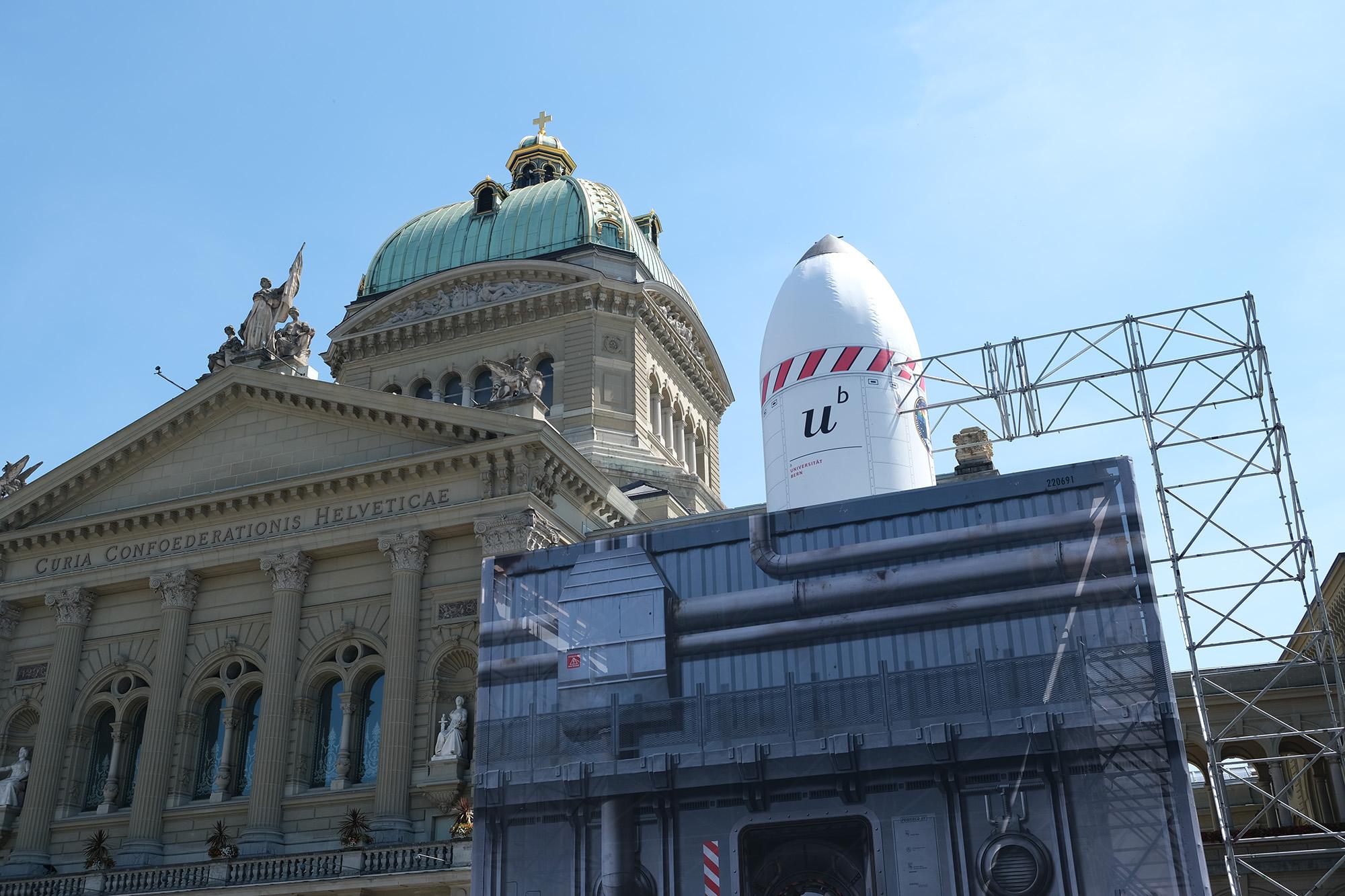 Raketenkubus auf dem Bundesplatz. © Universität Bern