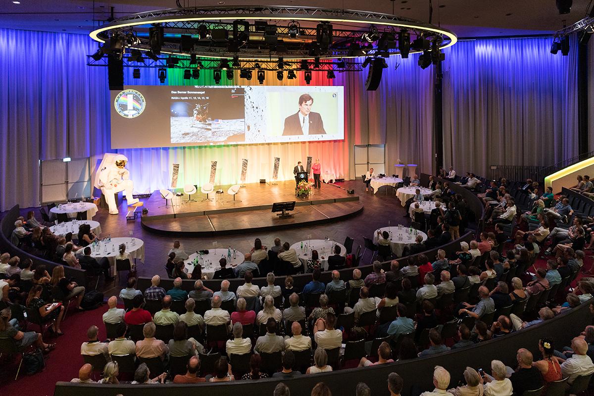 Bild 14: Plenum im Kursaal. © Universität Bern, Bild: Ramon Lehmann