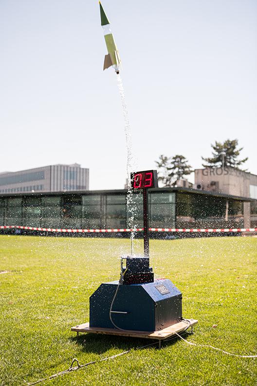Bild 22: Abschuss der Raketen. © Universität Bern, Bild: Ramon Lehmann