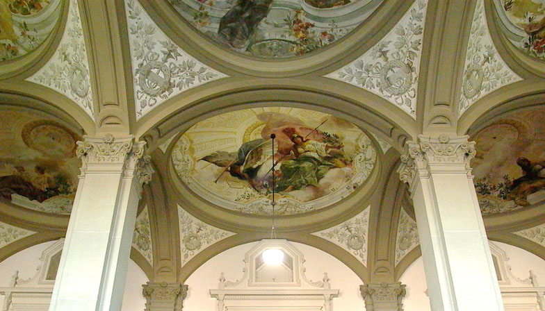 Deckenmalerei im Hauptgebäude
